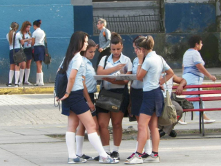 tn_486-high-school-students-in-their-uniform