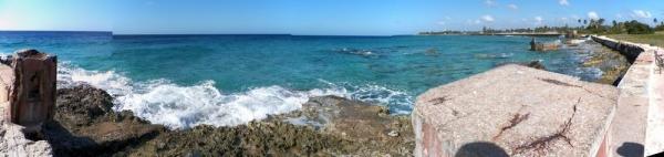 tn_594 Beach wall at Playa Giron